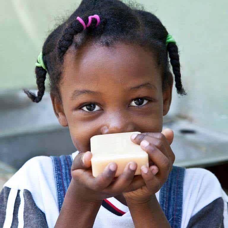 suatainable_soap_bar_handinhand
